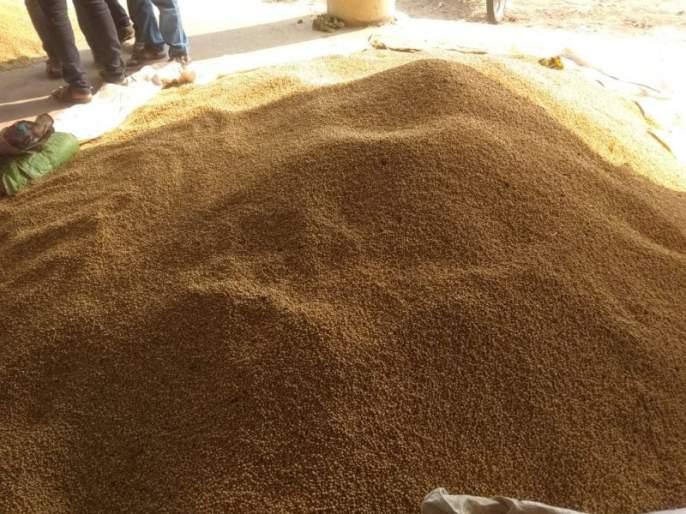Purchase at soya beans lower than MSP Rates | अनसिंग उपबाजारात सोयाबीनची हमीपेक्षा कमी दराने खरेदी