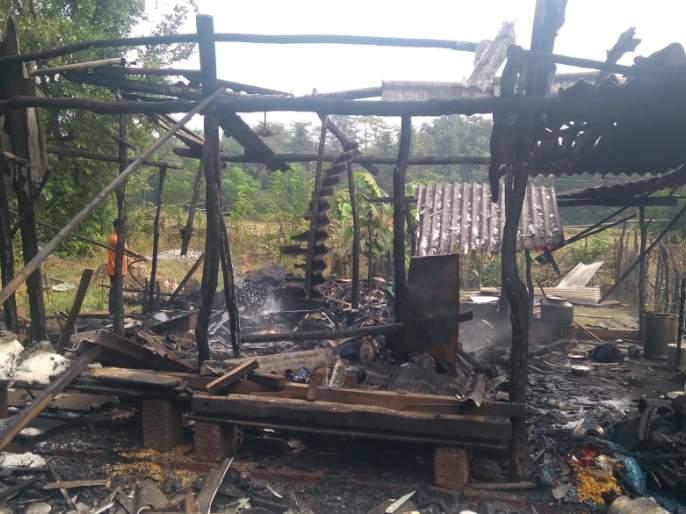 Fire at Harkul Budruk damages three and a half lakhs | हरकुळबुद्रुक येथे घराला आग साडेतीन लाखांचे नुकसान