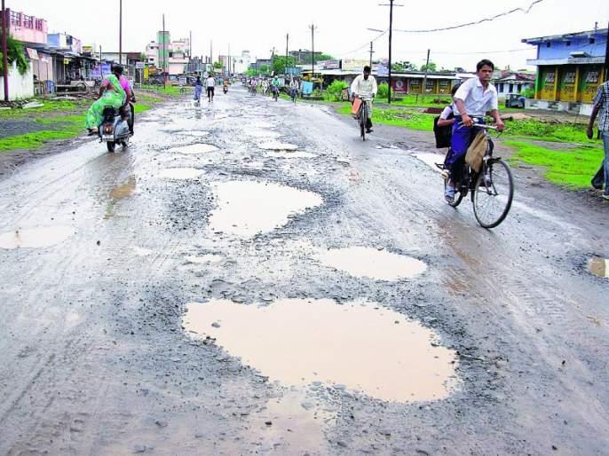 Thousands of potholes in Nagpur in four months | चार महिन्यात नागपुरात पावणेपाच हजार खड्डे