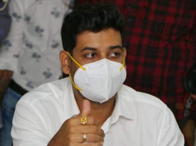 Provide insurance cover of Rs 50 lakh to private doctors; MP Shrikant Shinde made the demand in Parliament   खाजगी डॉक्टरांनाही ५० लाखाच्या विम्याचे कवच द्या; श्रीकांत शिंदेंची संसदेत मागणी