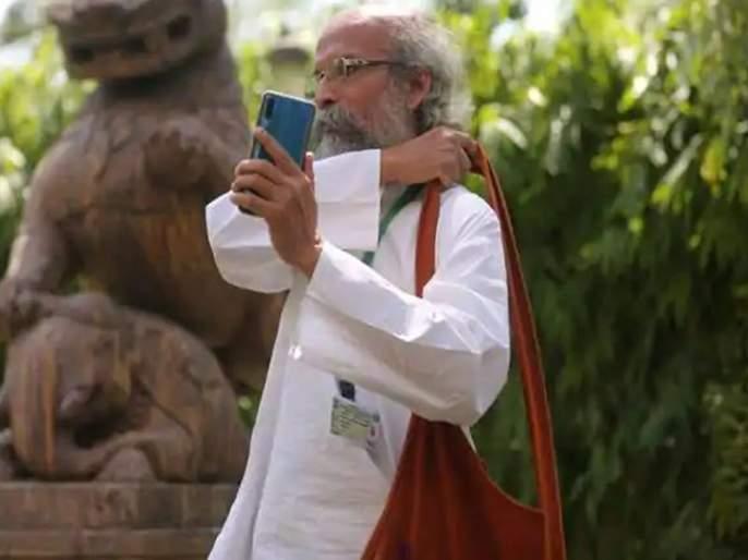 Called a high command for ministerial appointment, but this MP's cell on silent mode, pratapchandra sarangi   मंत्रीपदासाठी हाय कमांडने कॉल केला, पण या खासदाराचा मोबाईल सायलेंटवर...