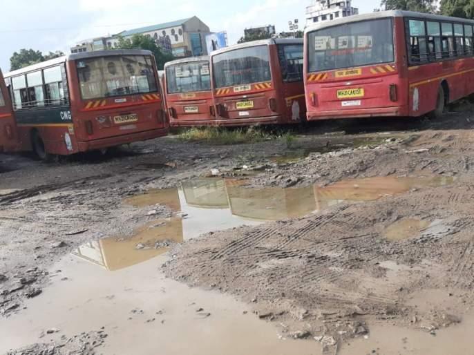 Start 'Apli Bus' in the service of the common man: The depot is falling apart | 'आपली बस' सामान्यांच्या सेवेत सुरू करा : डेपोत पडून होताहेत भंगार