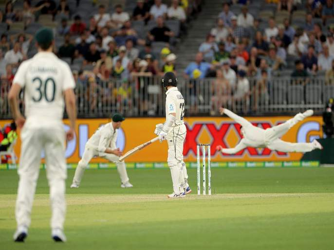 Aus vs Nz : UNBELIEVABLE, Steve Smith grabs a sensational one-handed catch to send Kane Williamson | Aus vs Nz D/N Test : स्टीव्ह स्मिथचा अफलातून झेल; किवी कर्णधाराला पाठवलं माघारी, Video