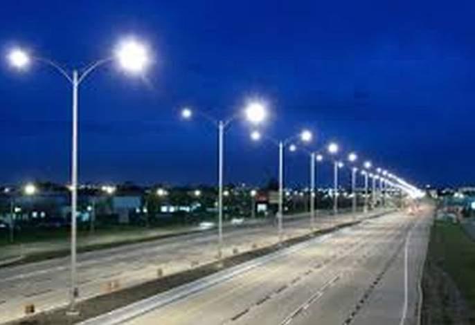 Street lights in Akola City switch off in night; on at day time | अकोला शहरातील पथदिवे दिवसा सुरू; रात्री बंद; मनपाचा कारभार ढेपाळला
