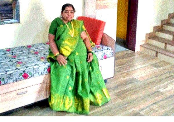 Gagan Bharari General Teacher to Head of Education by defeating Divyanga: Surekha Pawar from Khatav Taluka   दिव्यांगावर मात करून शिक्षण क्षेत्रात गगनभरारी सर्वसामान्य शिक्षक ते केंद्रप्रमुख : खटाव तालुक्यातील सुरेखा पवार