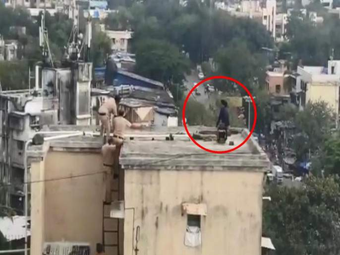 Police rescued the life of a young girl who committed attempting suicide in Andheri area | अंधेरी परिसरात थरार, आत्महत्या करणाऱ्या तरुणीचे प्राण पोलिसांनी वाचविले