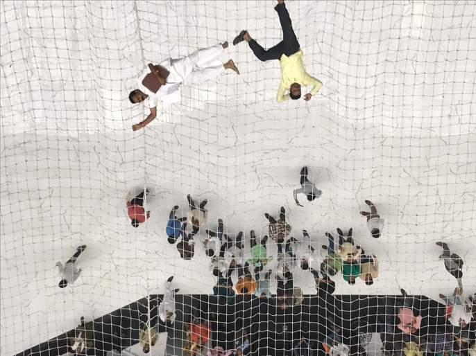 Suicide attempt of teachers in mantralaya from 2nd floor | पोलिसांची उडाली तारांबळ; मंत्रालयात आत्महत्येचा प्रयत्न