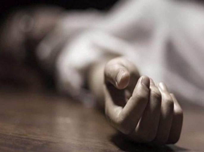 What do you say Corona commits suicide by strangling frightened married woman | काय सांगता; कोरोनाला घाबरून विवाहितमहिलेची गळफास घेऊन केली आत्महत्या