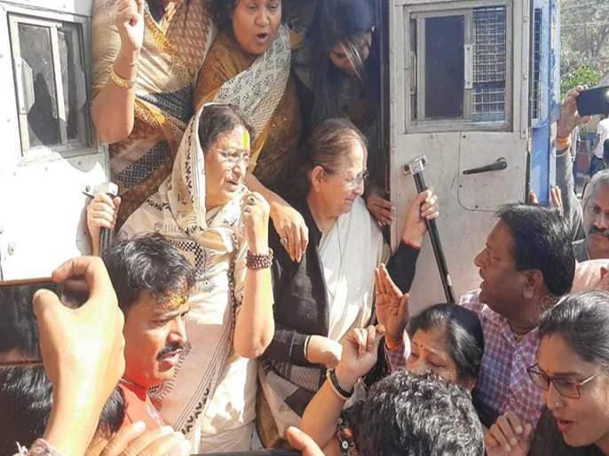 Sumitra Mahajan along with 353 BJP workers were in police custody | भाजपाच्या ३५३ कार्यकर्त्यांसह सुमित्रा महाजन पोलिसांच्या ताब्यात