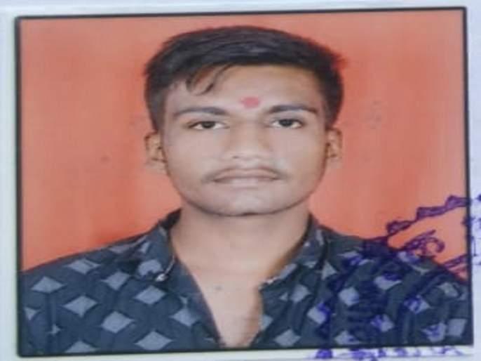 Student's suicide by standing in front of the running train in Aurangabad | धावत्या रेल्वेसमोर उभे राहून विद्यार्थ्याची आत्महत्या