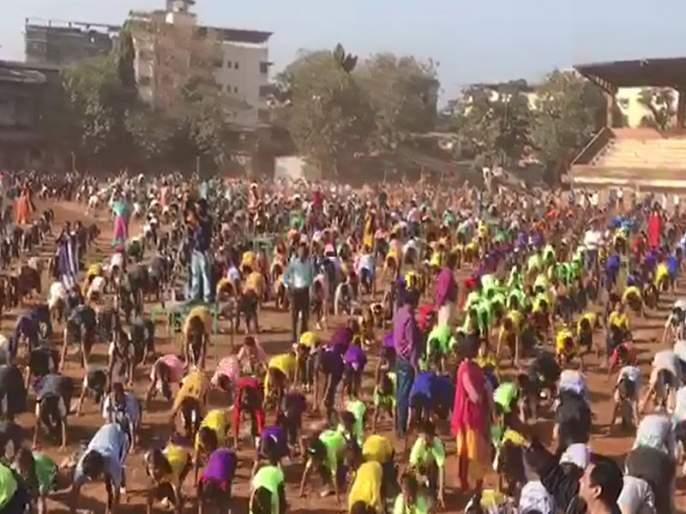 10 lakh students did 1.31 lakhs Surya namskar | 10 हजार विद्यार्थ्यांनी घातले सव्वा लाख सूर्यनमस्कार