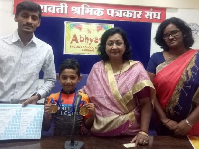 Two gold medals to Swaraj giri of abhyasa school | अभ्यासा शाळेच्या स्वराजला दोन सुवर्णपदके