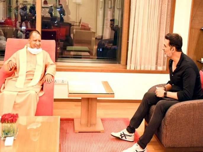 Shiv Sena leader Sanjay Raut has criticized Uttar Pradesh CM Yogi Adityanath | 'अक्षयकुमार कदाचित आदित्यनाथ यांना आंब्याच्या पेट्या घेऊन भेटला असेल'; राऊतांचा टोला