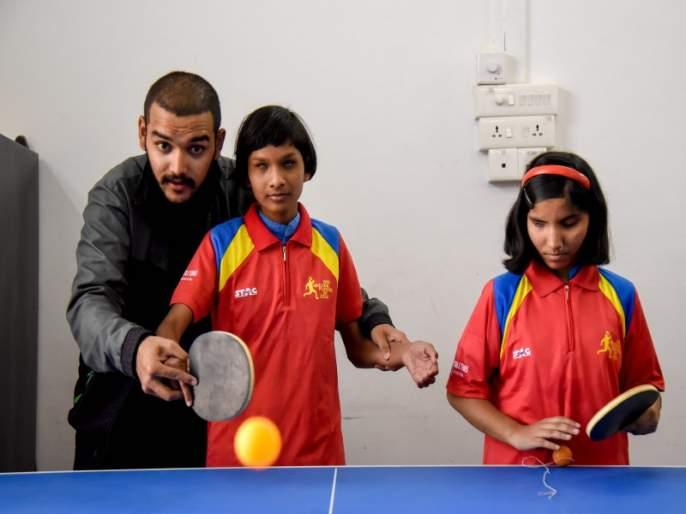 'Master stroke' by blind person on table tennis court | टेबल टेनिसच्या खेळात दृष्टीहीन व्यक्तींचा 'मास्टर स्ट्रोक'