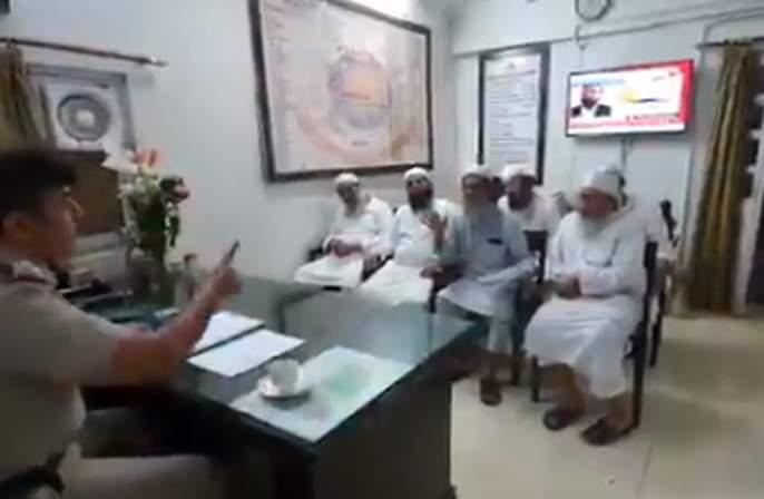 Coronavirus: Video of police officials goes viral, despite strong warning to tabligi jamat of nijamudddin in lockdown | Coronavirus : जमात पदाधिकाऱ्यांचा व्हिडीओ व्हायरल, पोलीस अधिकाऱ्याने सक्त ताकीद दिली तरीही...
