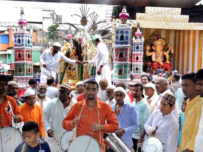Worship Ganpati and Tabuta at one palace, visit the palace of Satara | एकाच आरतीने गणपती अन् ताबुताची पूजा, साताऱ्यातील राजवाडा येथे भेट