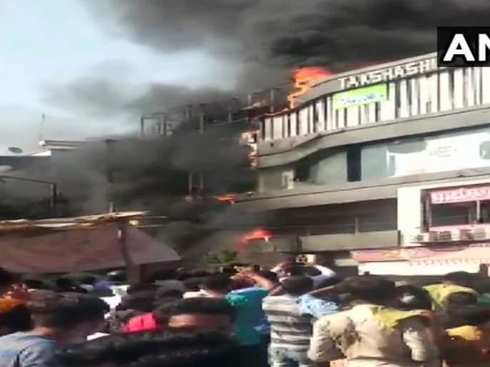 A fire breaks out on the second floor of a building in Sarthana area of Surat | Surat Fire: सूरतमध्ये इमारतीला भीषण आग, 17 विद्यार्थ्यांचा जणांचा मृत्यू