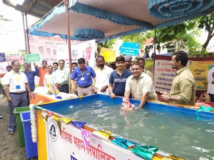 28 artificial lakes in Nashik; Millions of Nashikar Ganesh devotees rush to prevent pollution of river | नाशिकमध्ये २८ कृत्रिम तलाव; गोदाप्रदूषण रोखण्यास सरसावले लाखो नाशिककर गणेशभक्तांचे हात