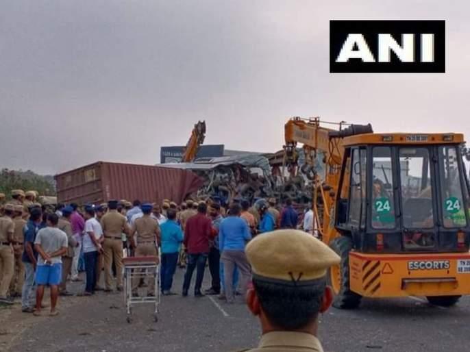 19 people dead in a collision between bus & a truck in Tamil Nadu | तामिळनाडूमध्ये बस आणि ट्रकचा भीषण अपघात, 19 जणांचा मृत्यू