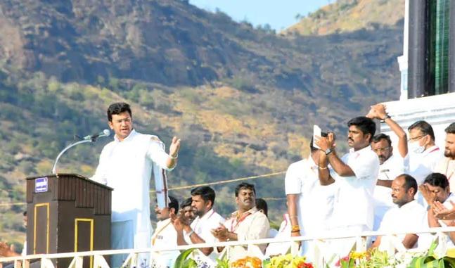 DMK Is Anti Hindu Must Defeat It BJPs Tejasvi Surya In Tamil Nadu | DMK हिंदूविरोधी पक्ष, तमिळ भाषेला वाचवायचं असेल तर हिंदुत्व आणलं पाहिजे : तेजस्वी सूर्या