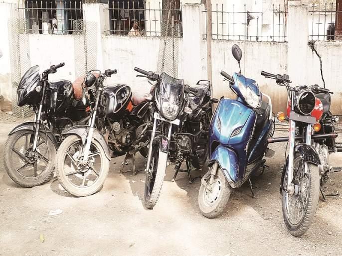 Sale of Telangana stolen bicycles in Maharashtra;one bike theft arrested in kinwat | तेलंगणातील चोरीच्या दुचाकींची महाराष्ट्रात विक्री; किनवटमध्ये एकजण अटकेत