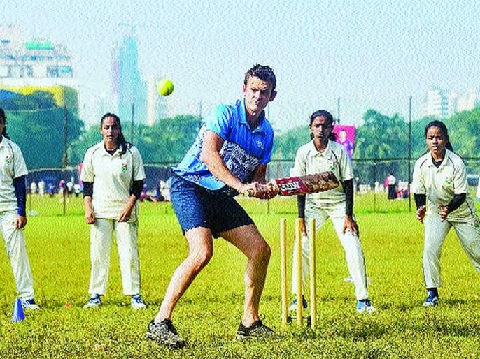 Curious to see the Indian bowlers hit by the pink ball   गुलाबी चेंडूने भारतीय गोलंदाजांचा मारा पाहण्याची उत्सुकता