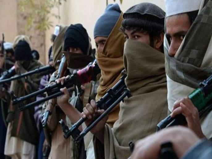 Two groups of terrorists clashed in Kashmir, one killed in firing | काश्मीरमध्ये दहशतवाद्यांचे दोन गट आपसात भिडले, गोळीबारात एकाचा मृत्यू़