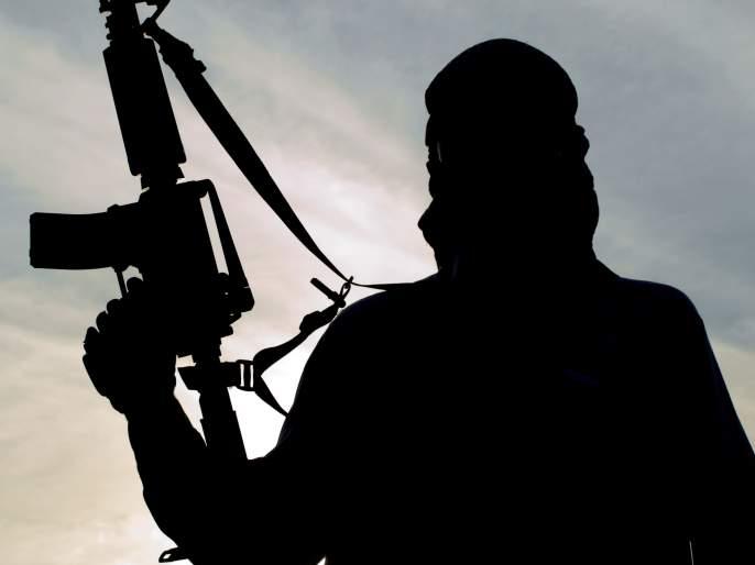 pakistan supply arms terrorists snatch weapons police army officer | पाककडून शस्त्रसंधीच्या उल्लंघनात एक जवान शहीद, दहशतवाद्यांची कुरघोडी