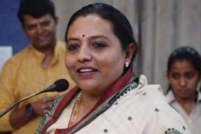 Leader of Opposition should help to get funds from Center- Yashomati Thakur   विरोधी पक्ष नेत्यानेच केंद्राकडून निधी मिळण्यासाठी मदत करावी- यशोमती ठाकूर