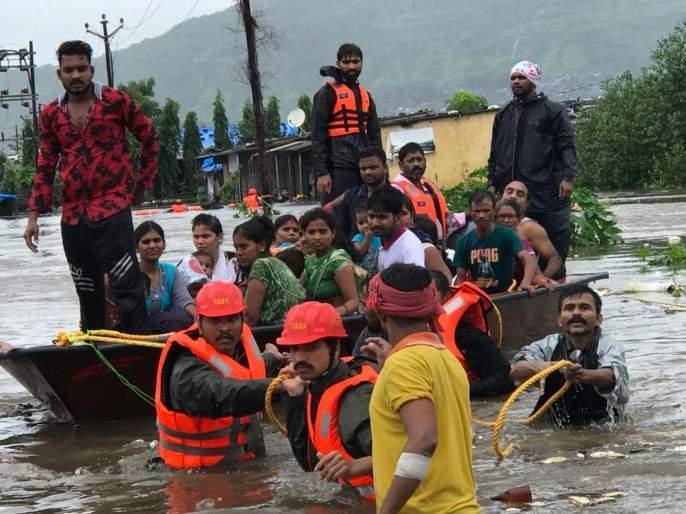 Thane corporation is working, Guardian Minister Shinde, the Municipal Commissioner in the disaster management room   पालिकेची संपूर्ण यंत्रणा कार्यरत पालकमंत्रीशिंदे, महापालिका आयुक्त आपत्ती व्यवस्थापन कक्षात
