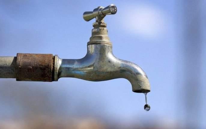 Water crisis in 347 Anganwadas in Solapur district at the beginning of summer   सोलापूर जिल्ह्यातील ३४७ अंगणवाड्यांमध्ये उन्हाळ्याच्या सुरूवातीलाचजलसंकट