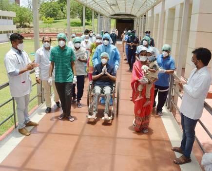 1127 patients overcome corona in Vasai-Virar   वसई-विरारमध्ये ११२७ रुग्णांची कोरोनावर मात