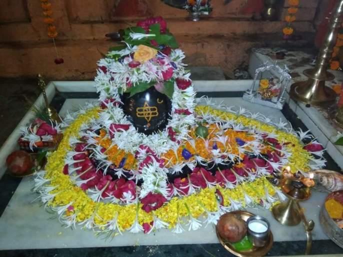 The excitement of Mahashivratri in Jalgaon, the shrine of Shiva devotees in Shivals | जळगावात महाशिवरात्रीचा उत्साह, शिवालयांमध्ये शिवभक्तांची मांदियाळी
