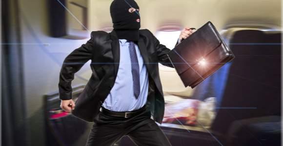 Steal the sticks, thump the pants evenly   चोरट्याने रोकड तरलांबविलीच,पॅन्टहीनेली चोरून