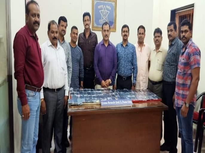 Mobile phones stolen 19 thief arrested : 82 handsets seized | मोबाईल चोरणाऱ्या १९ जणांच्या टोळी जेरबंद : सव्वा सात लाखांचे ८२ हँडसेट जप्त