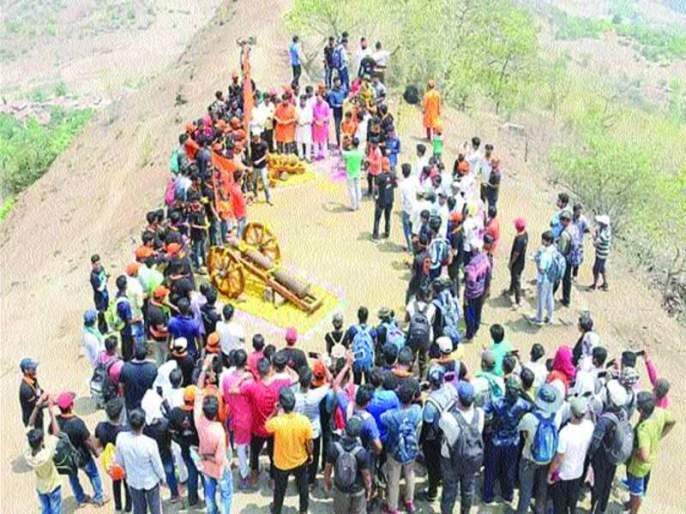 Sanjivani by installing gunfire on the Kathli fort | कोथळी गडावरील तोफांना तोफगाडे बसवून संजीवनी