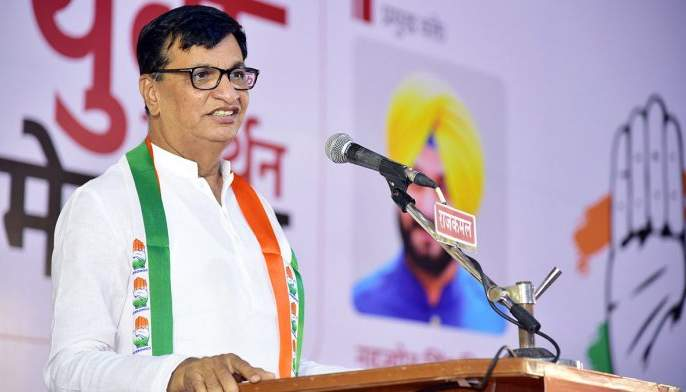 Who is Chief Minister of Maharashtra, Yeddyurappa or Fadnavis? The question of Balasaheb Thorat   महाराष्ट्राचे मुख्यमंत्री येदीयुरप्पा की फडणवीस? बाळासाहेब थोरात यांचा सवाल