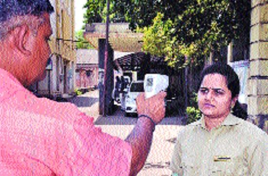 Corona boosts market for infrared thermometers in Sangli district | कोरोनामुळे सांगली जिल्ह्यात इन्फ्रारेड थर्मामीटरचा बाजार जोमात