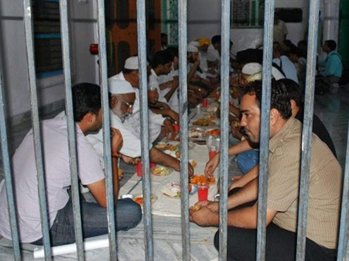 in Tihar jail 150 Hindu prisoners observe roza in solidarity with Muslim inmates | तुरुंगातील एकता; तिहारमधील 150 हिंदू कैद्यांचा मुस्लिमांसोबत रोजा