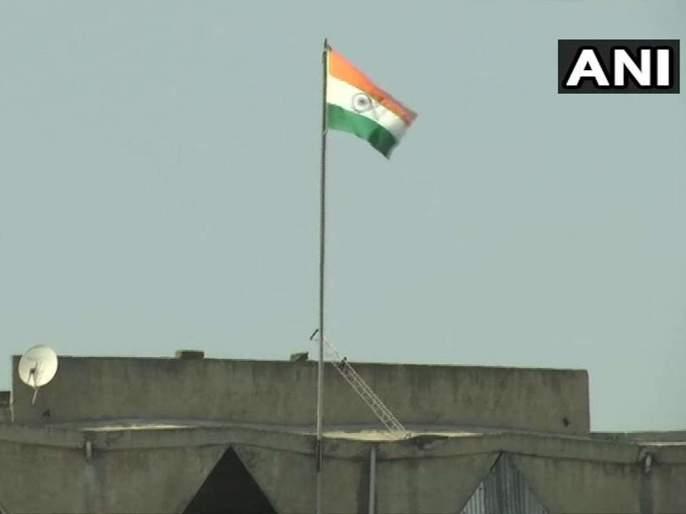 jk state flag removed tricolour flying high on srinagar civil secretariat | जम्मू-काश्मीरच्या सचिवालयावर आता डौलानं फडकणार फक्त भारताचा तिरंगा; 'लाल झेंडा' इतिहासजमा