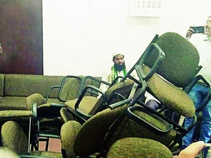 Youth Congress vandalizes in the office of Opposition Leader Wanve in Nagpur NMC | नागपूर मनपा विरोधीपक्षनेते वनवे यांच्या कक्षात युवक काँग्रेसची तोडफोड