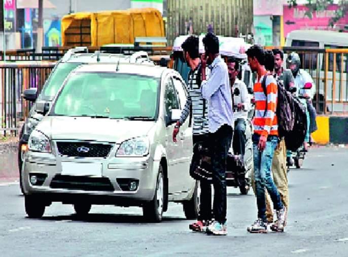 Number of vehicles; Swing in the toll! | वाहनांच्या संख्येत घोळ; टोलमध्ये झोल ! : टोलनाक्यावरील चलाखी -बोगस पास