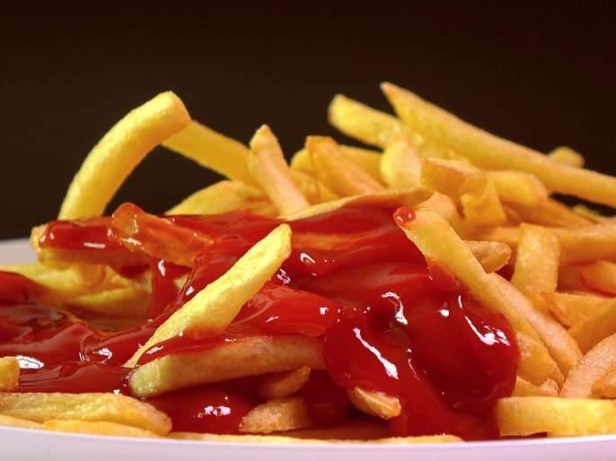 Side effects of eating too much of tomato ketchup | जास्त टोमॅटो केचप खात असाल तर वेळीच व्हा सावध, होतात हे नुकसान!