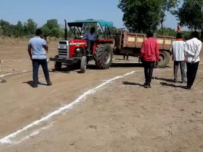 The reverse tractor-trolley competition was held in Primpri Jainpur   प्रिंप्री जैनपुर येथेपार पडली रिव्हर्स ट्रॅक्टर-ट्राॅली स्पर्धा