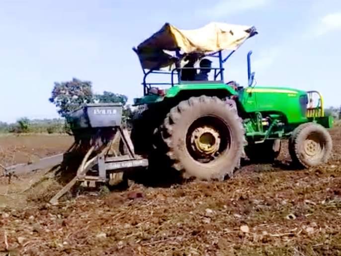'UBER FOR TRACTORS': Govt launched multilingual 'CHC Farm Machinery' Mobile App for farmers | शेतकरी आता ओला-उबर सारखं मागवणार ट्रॅक्टर, मोदी सरकारचं नवं अॅप