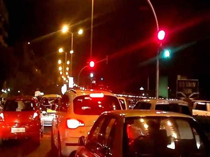 Wadibunder to PD Melo Road found vehicle traffic | कोंडीत सापडला वाडीबंदर ते पी.डी.मेलो रोड