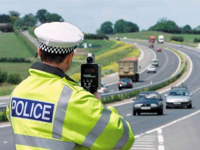 Man spends 30 thousand pounds to fight against speeding fine of 100 pound still loses | ८,८०० रुपयांच्या 'पावती'विरोधात कोर्टात गेला अन् तीन वर्षांत किती 'पावत्या' फाटल्या तुम्हीच बघा!