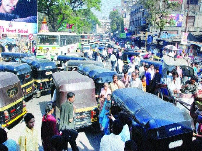 Vasai-Virarkar's examination by growing up and looking at traffic constables | वाढता उकाडा अन् वाहतूककोंडीच्या जाचाने वसई-विरारकरांची परीक्षा