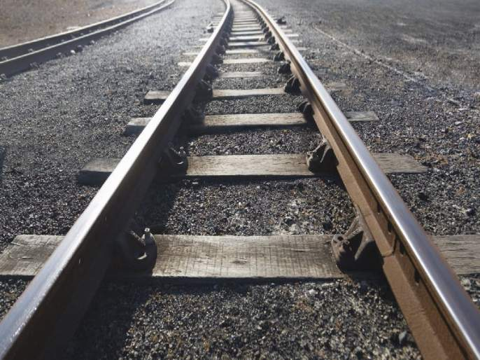 Four trains from Nanded division are canceled due to line block | लाईन ब्लॉकमुळे नांदेड विभागातील चार रेल्वेगाड्या रद्द