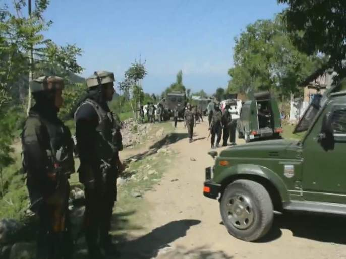 An exchange of fire between terrorists and security forces is underway in forests of Tral | पुलवामातील त्रालमध्ये सुरक्षा यंत्रणा आणि दहशतवाद्यांमध्ये चकमक; 1 दहशतवादी ठार